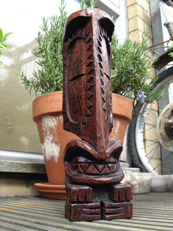 A tiki carving by Atomic Mess